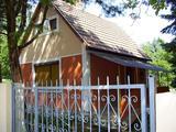 Miskolc, Lila akác u. eladó egy 60 m2, 2 szobás nyaraló