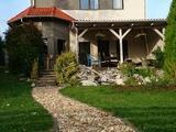 Eladó Ház, Ostoros