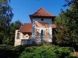 Családi ház halastóval a helvéciai iskola mellett